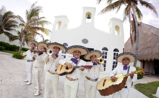 Colonial_Charm_Mariachi_Band_Signature_Accent_
